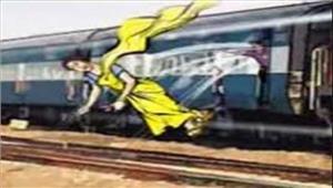 लुटेरोंनेचलती ट्रेन से महिला कोफेंका पांचगिरफ्तार