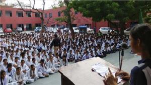 सरकारी स्कूल के छात्रों ने चलाया स्वच्छता अभियान