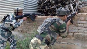 जम्मू एवं कश्मीर में सुरक्षा बलों और आतंकवादियों के बीच मुठभेड़ जारी
