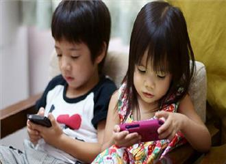 बच्चों के लिएस्मार्टफोन बना खतरनाक