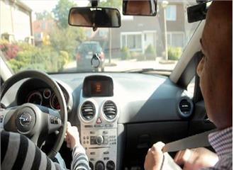 मालवीय नगर में जिम्मेदार ड्राइविंग का संकल्प