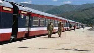 श्रीनगर-बनिहाल रेलवे लाइन पररेल सेवा स्थगित