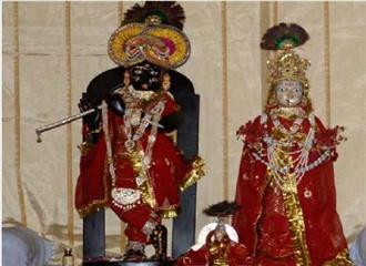 राधा-कृष्ण की पोशाक का आज दर्शन कर सकेंगे श्रद्धालु