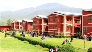 श्रीनगर सुरक्षा बलों और छात्रों के बीच झड़पआंसू गैस के गोले छोड़े