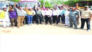कर्मचारी महासंघ की हड़ताल निगम कार्यालय में पसरा रहा सन्नाटा