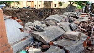 बिहार दीवार के गिरने से दो बहनों की मौत