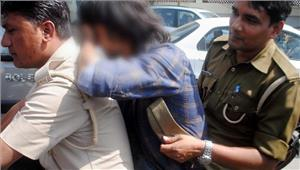 बेकसूर लड़के-लड़कियों को परेशान करने वाले पुलिसकर्मी निलंबित