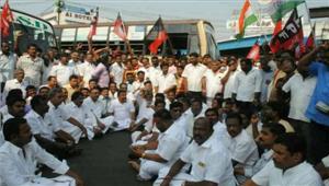 तमिलनाडु मेंहड़ताल से आम जनता हुई परेशान