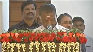 तमिलनाडुपन्नीरसेल्वम ने कैबिनेट मंत्री पद की शपथ ली