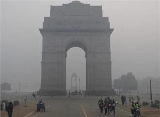 दिल्ली में सुबह हल्की धुंध का असर