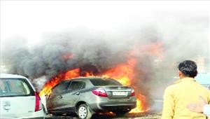 शालीमार चौकी में लगी आग वाहन जलकर खाक