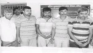 ट्रेनों में चोरी करने वाले 5 आरोपी गिरफ्तार