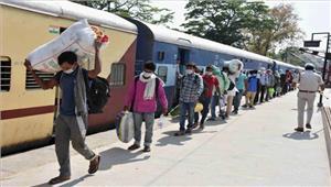 ट्रेन की चपेट में आने से तीन की मौत
