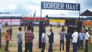 त्रिपुरा सीमा पर हाट का दौराकियाम्यांमार के अधिकारियों ने