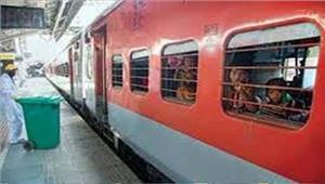 शामली में पैसेंजर ट्रेन का इंजन पटरी से उतरा