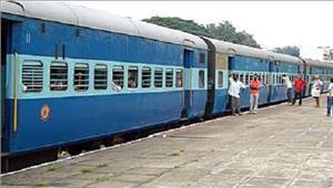 ट्रेन में चढ़ते समय फिसलने सेमहिला की मौत