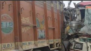 ट्रक औररोडवेजबस के बीच टक्कर 2 लोगों की मौत