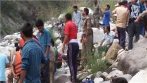 उत्तराखंड में बस खाई में गिरी 24 लोगों की मौत