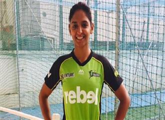 क्रिकेट खिलाड़ी हरमनप्रीत कौर ने मैसूर फैशन शो में रैंप पर जलवा बिखेरा