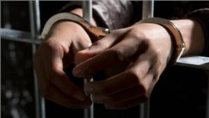 हथियार बेचते दो गिरफ्तार