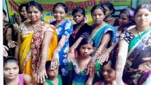 महिलाओं-बालिकाओं को सिलाई व मेहंदी का प्रशिक्षण