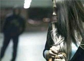 10 में से 6 महिलाएं होती हैं स्टॉकिंग का शिकार