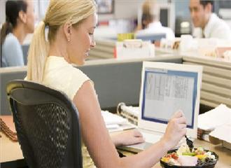कामकाजी महिलाओं के आकर्षक दिखने के लिए ब्यूटी टिप्स