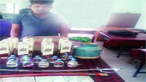 ढाबा में शराब बेचतेे संचालक पकड़ाया