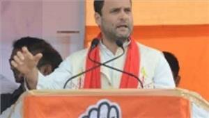 """प्रधानमंत्री की ओर उंगली उठाते हुए राहुल ने कहा""""सहारा को राहत या मोदी जी को राहत"""