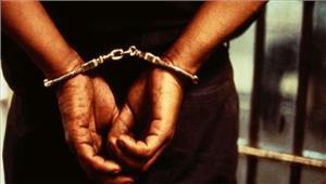 तीस लाख के सोने के साथ हवाई अड्डे पर व्यापारी गिरफ्तार